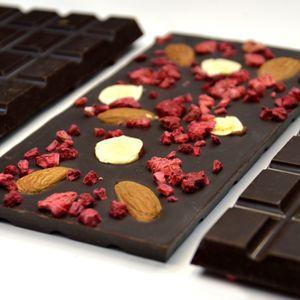 Шоколад темный с миндалем