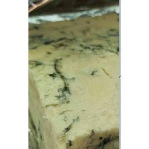 Сыр козий с голубой плесенью Ракфор