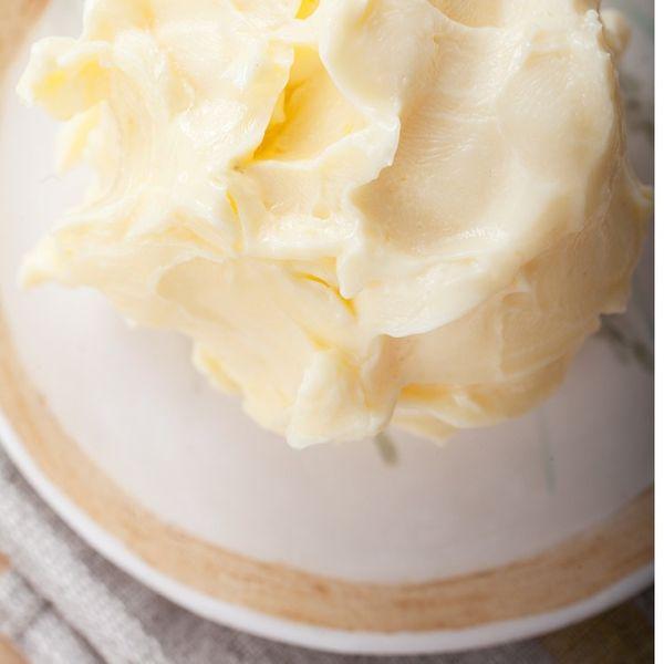 Масло сливочное из цельного коровьего молока
